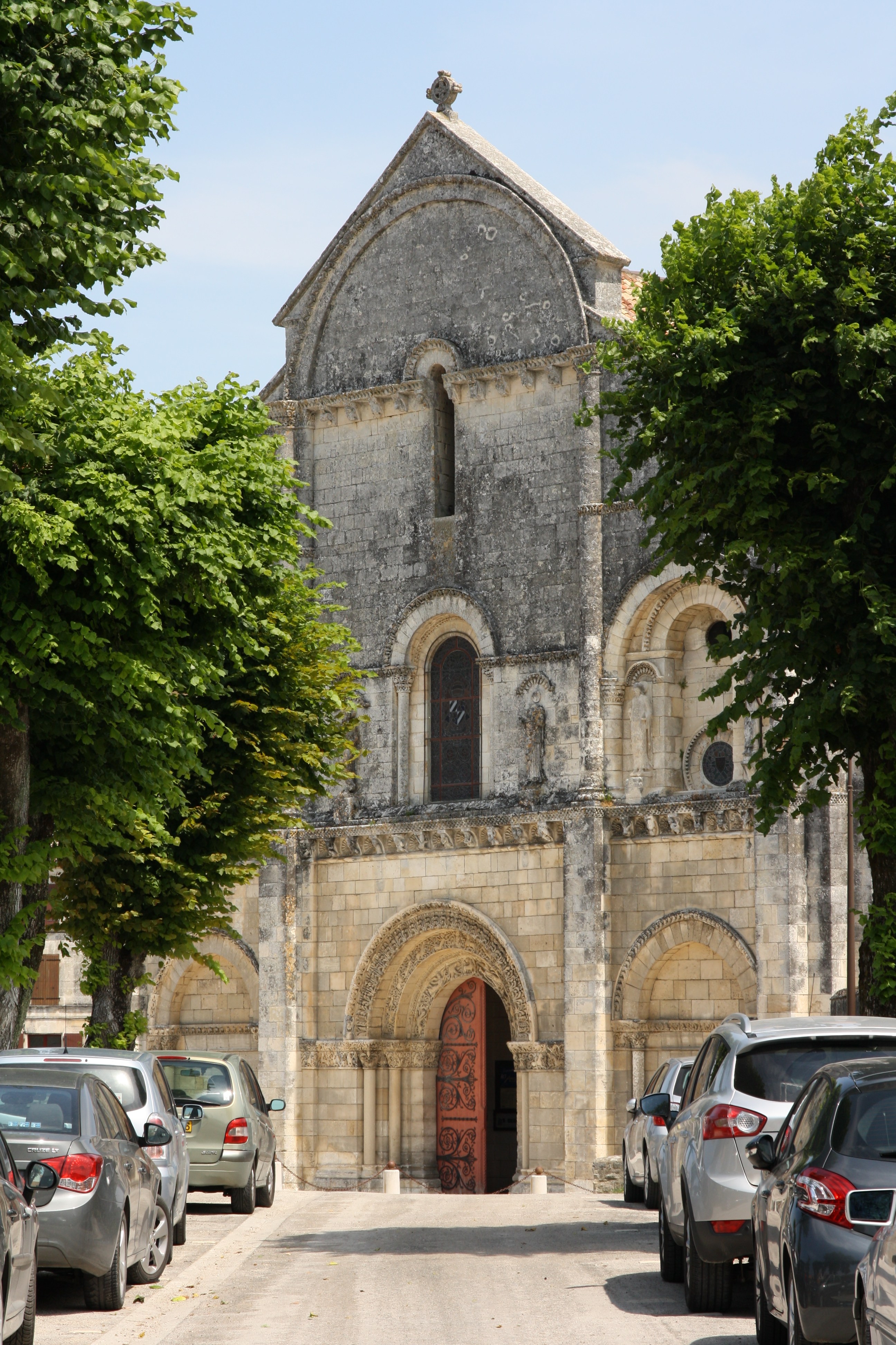 chateauneuf_eglise-allee