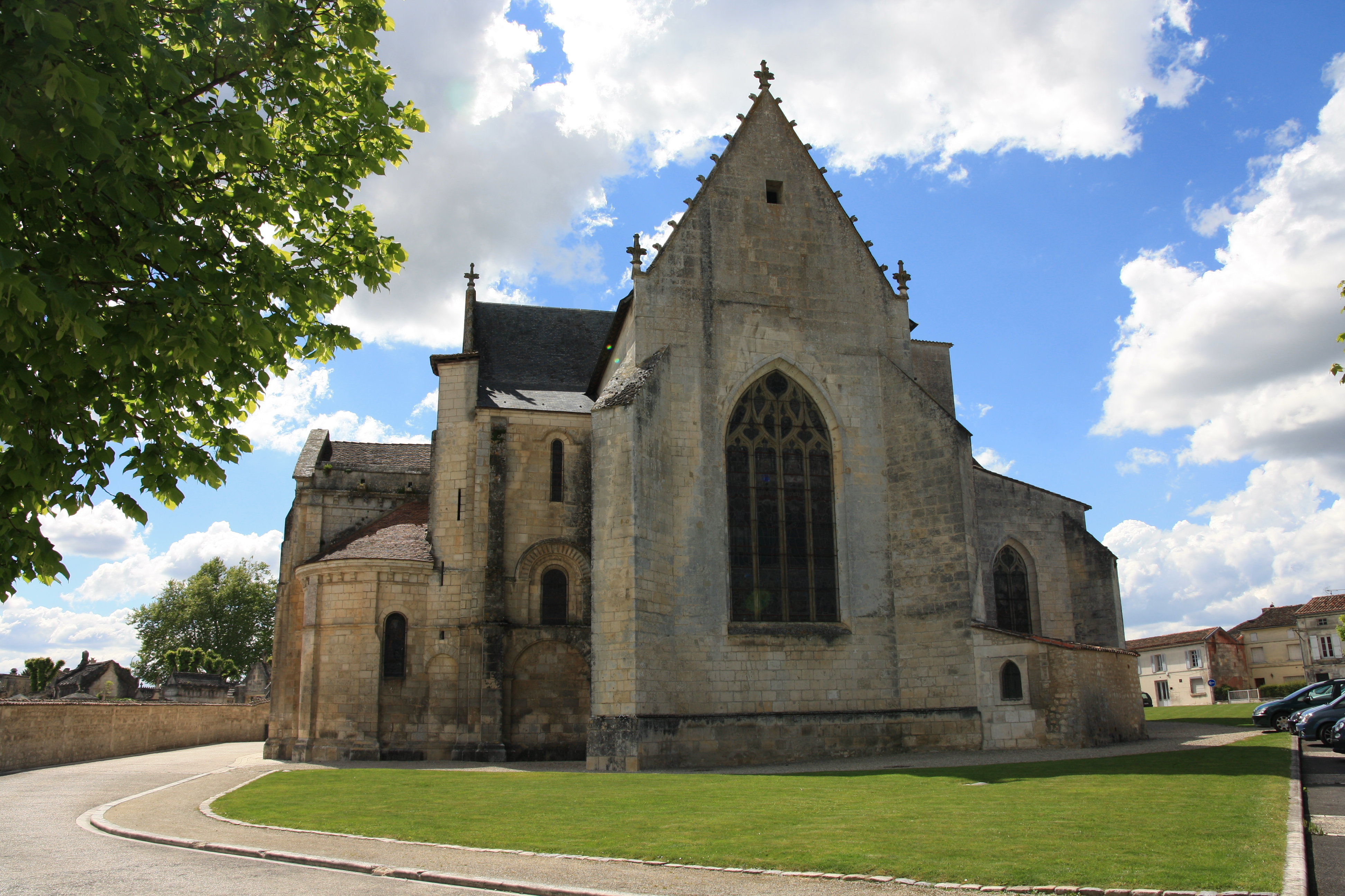 chateauneuf_eglise_st_pierre-dos